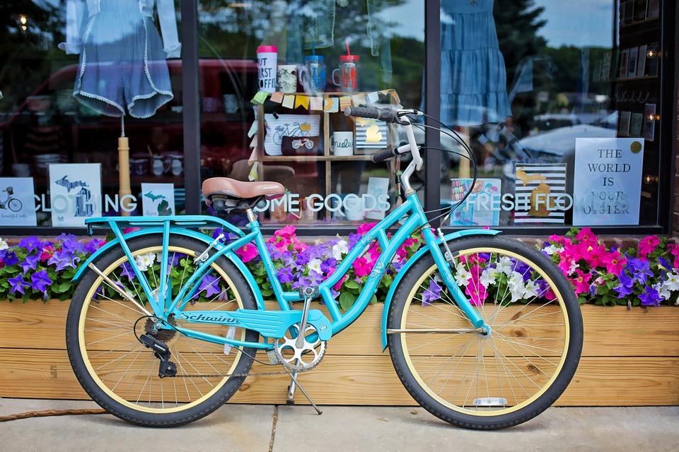 turkis-sykkel-og-butikkvindu