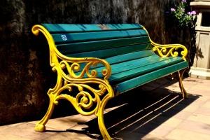 turkis og gul benk